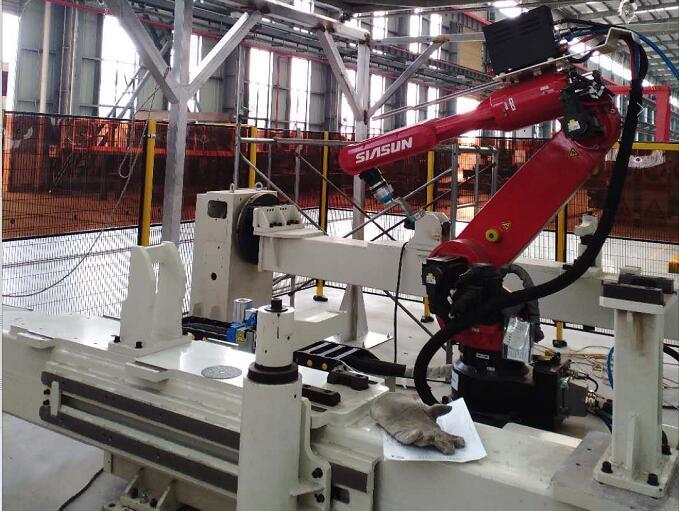 金鹰重工安装焊接机器人