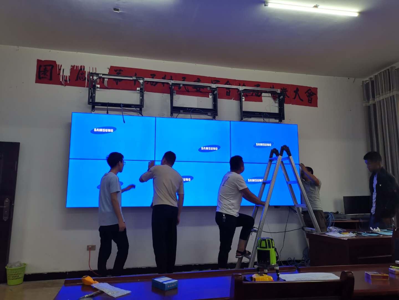 戶外LED顯示屏的數據傳輸可以通過以下幾種方式