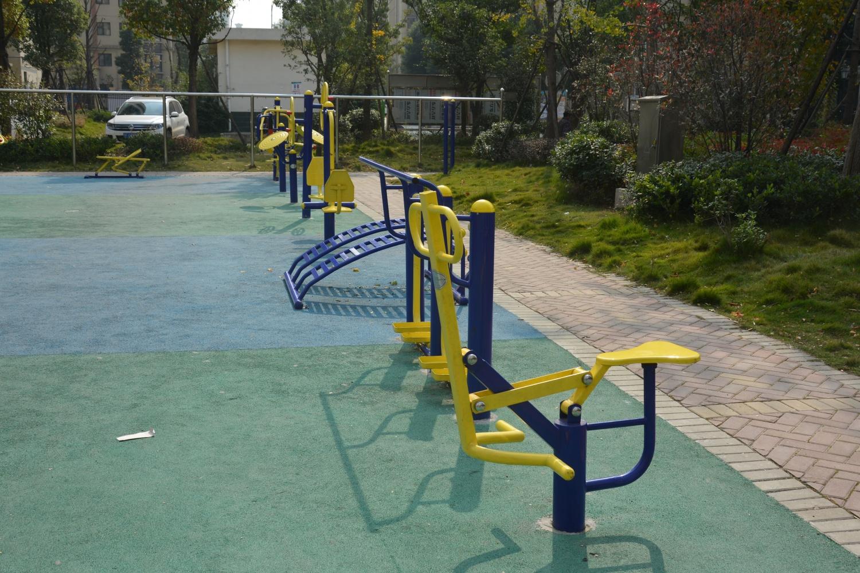 工程案例小区体育器材