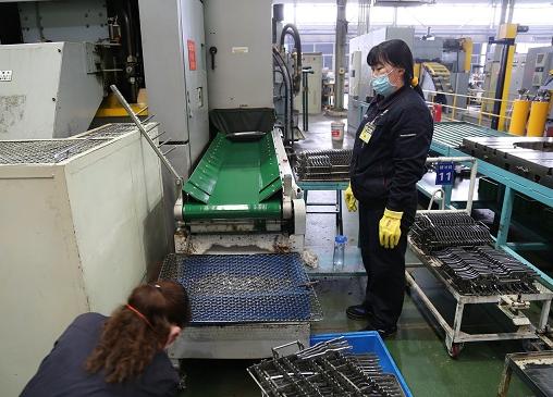 工厂应用桁架机械手走向工业现代化