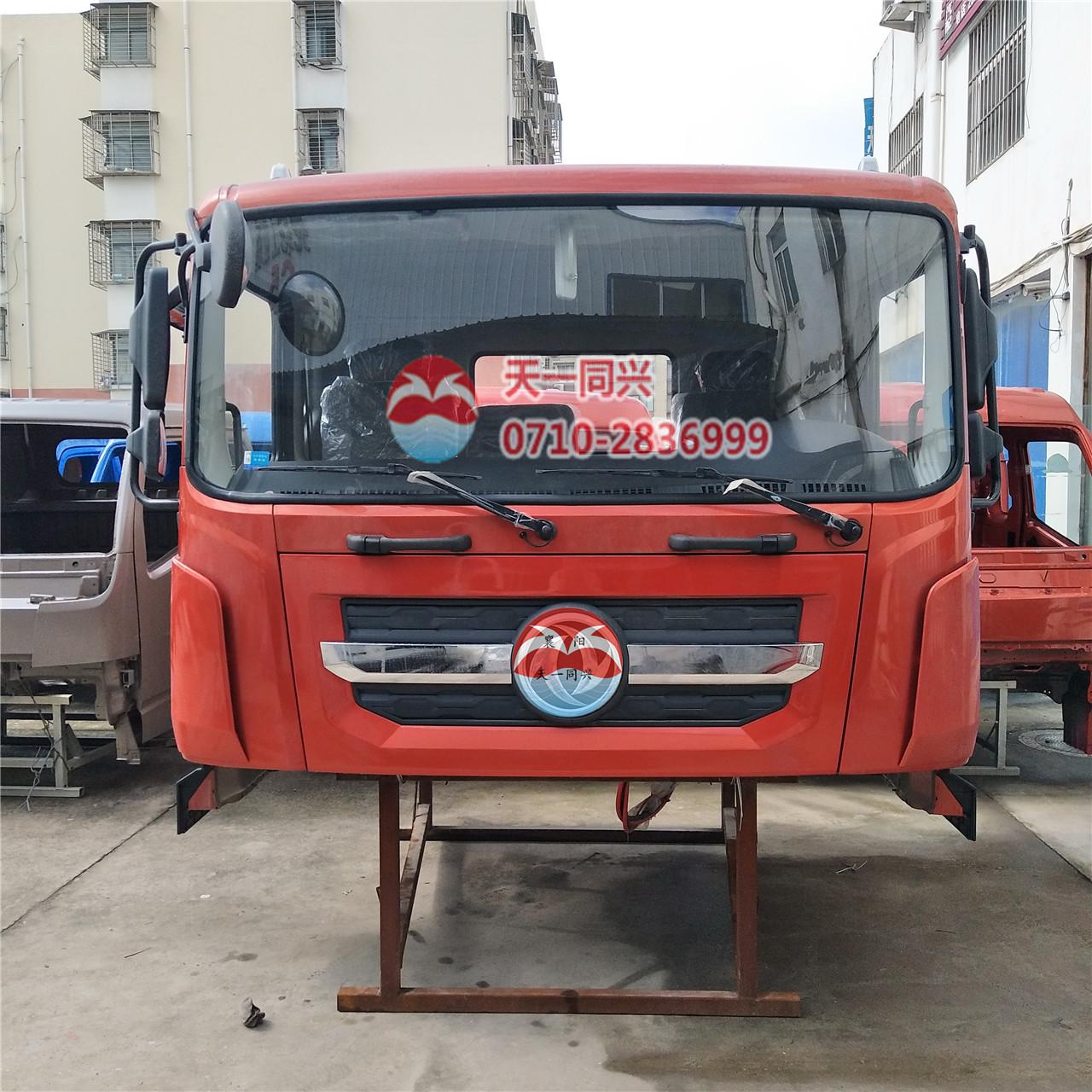 东风多利卡D9驾驶室红色