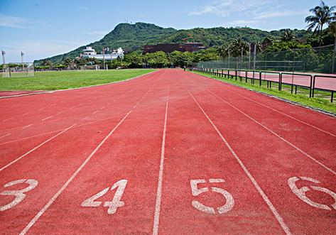学校跑道地坪