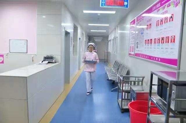襄阳某医院PVC地板施工