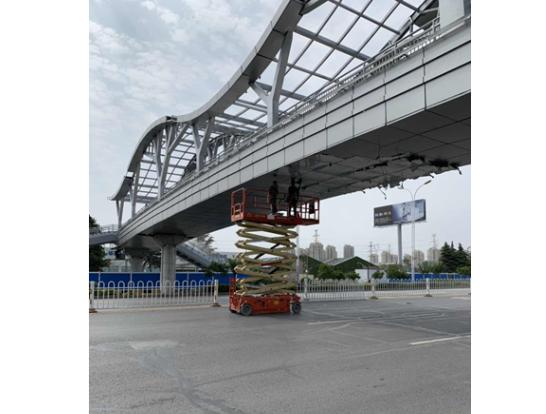天桥高空作业车施工