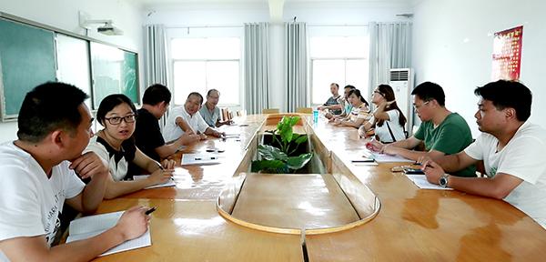 襄阳城区寄宿学校教师会议室