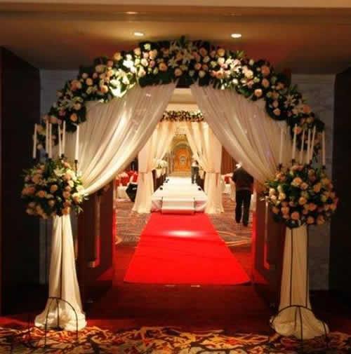 婚禮現場花門布置