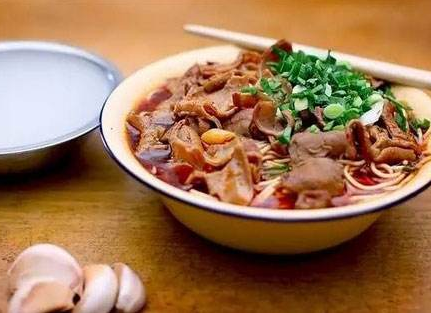 襄陽牛雜面習慣以大蔥增香的烹飪方法一脈相承