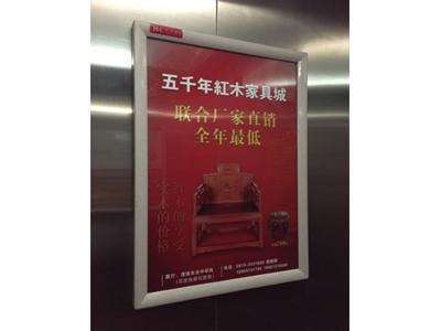 电梯门宽屏广告