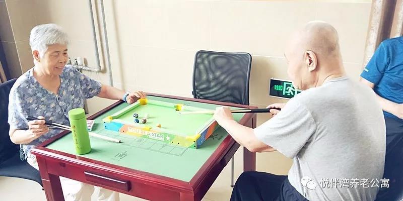 石家庄养老公寓多彩室内活动迷你桌球