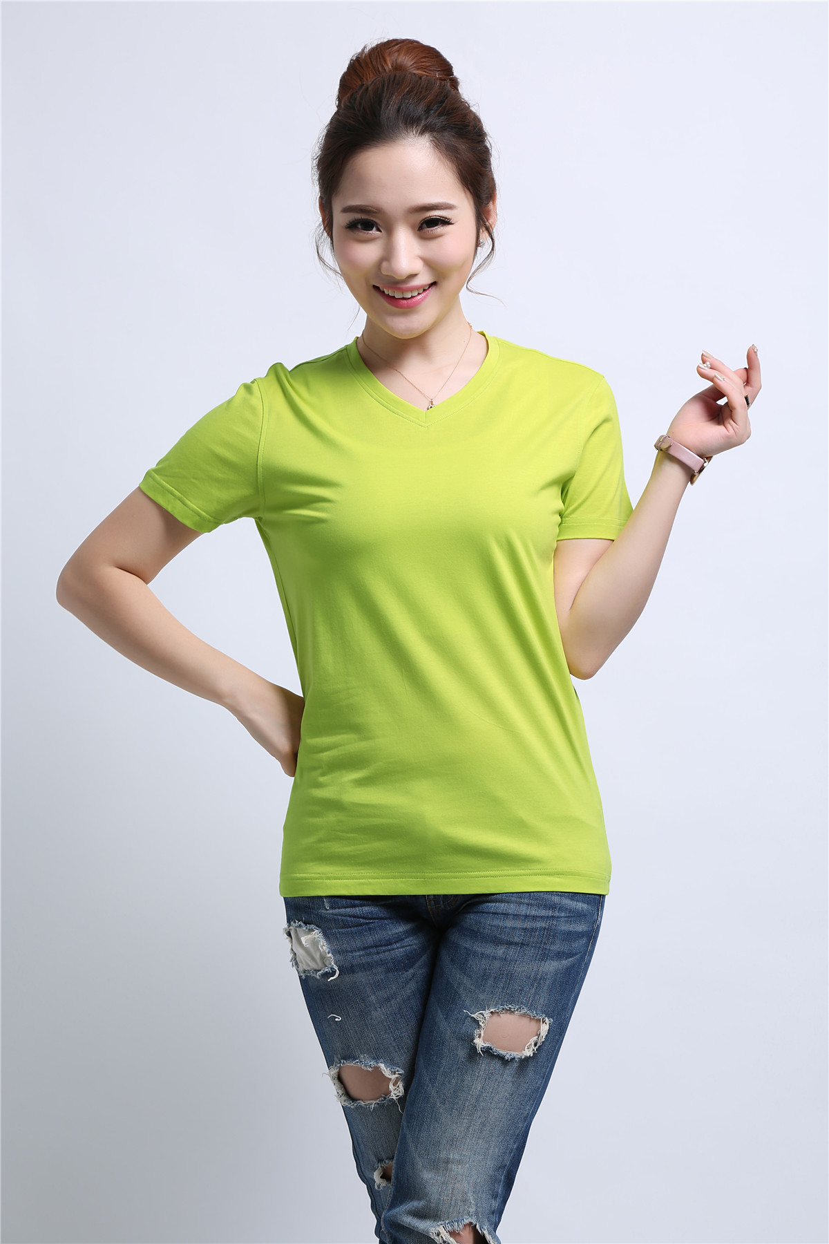 女士绿色T恤衫