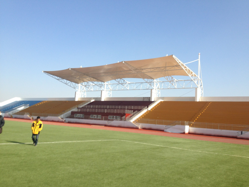 如今建造的膜结构体育场看台造型漂亮、新颖!