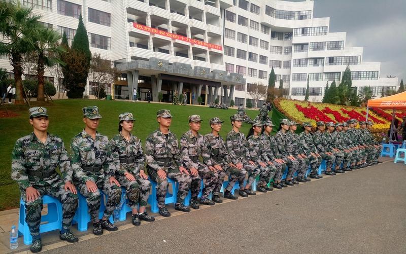 國旗護衛隊坐姿