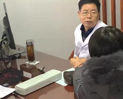 贺丰杰医案【肝郁化热,蕴伏血分,迫血妄行,久损及肾】