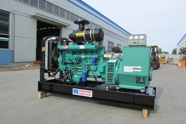 柴油机发电机组厂家刚买的机器,启动时气缸变形了;