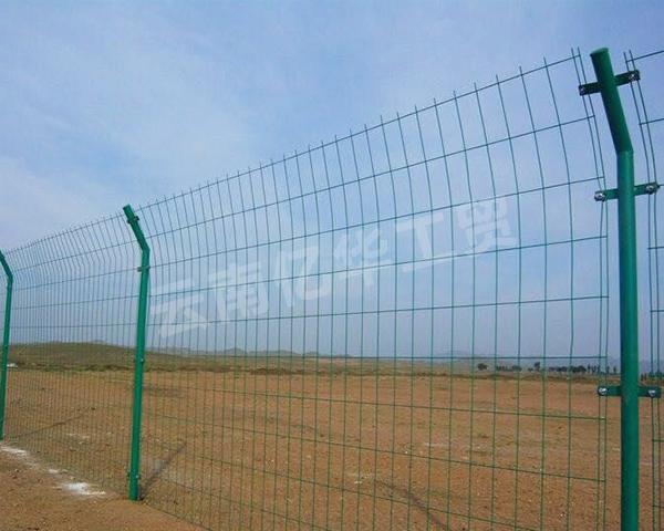道路中间隔离护栏