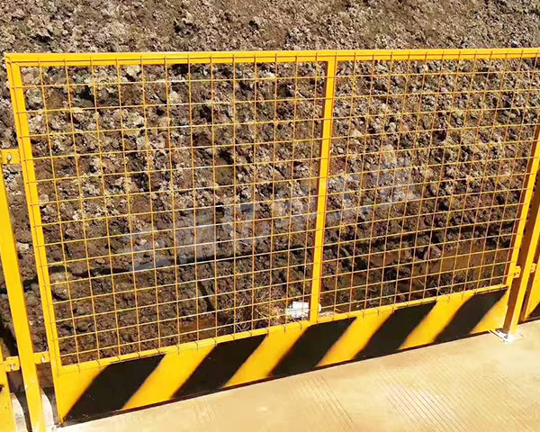 建筑工地基坑围栏