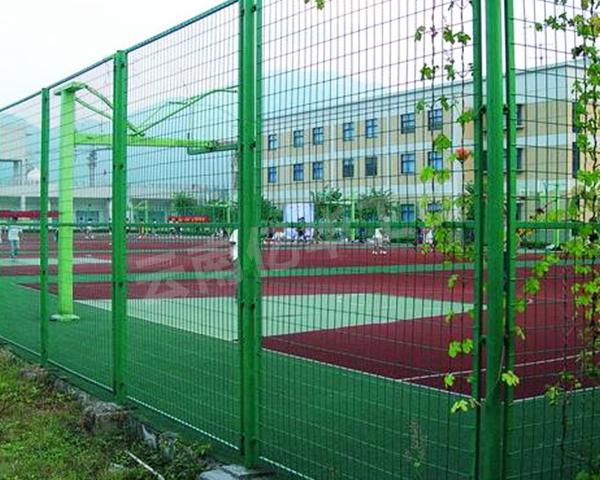 迪庆围栏网厂家2分钟带你了解运动场围栏网的用途及规格
