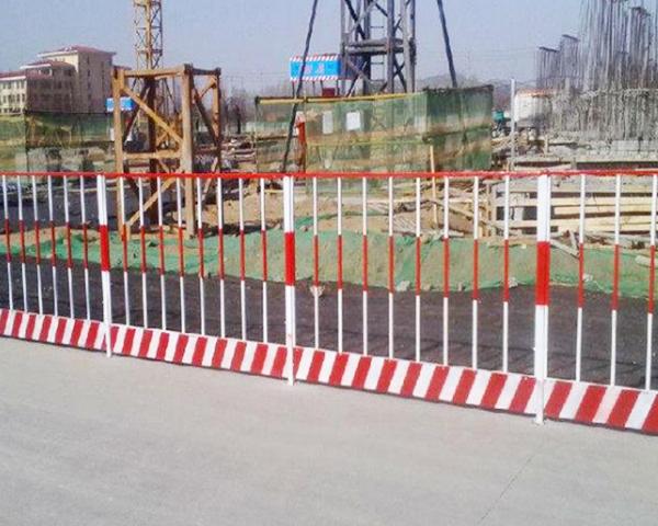 光伏电站护栏网安装技术
