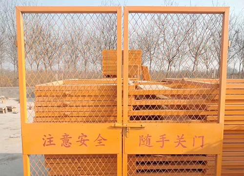 云南护栏网厂家:给大家对比一下双边护栏网和双圈护栏网