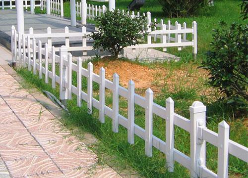 云南PVC草坪护栏厂家