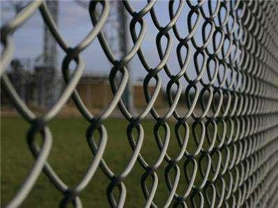 昆明护栏网:如何正确的安装体育场护栏网