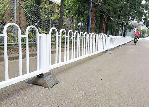 云南玉溪护栏网厂家给大家解释一下安装道路护栏网的原因