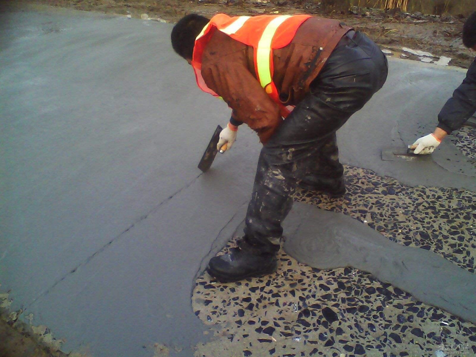西安混凝土路面修补料可以修补的路面病害有哪些呢?