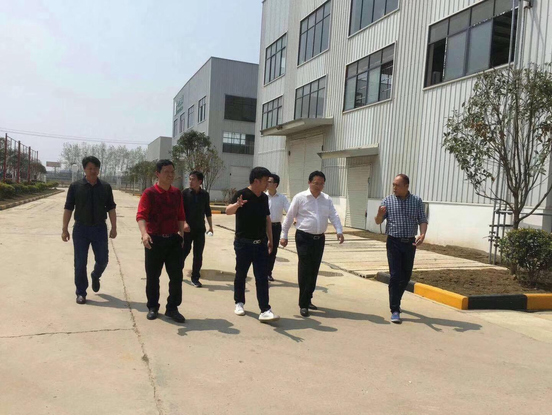 咸宁相关领导视察AG真人涂料厂生产