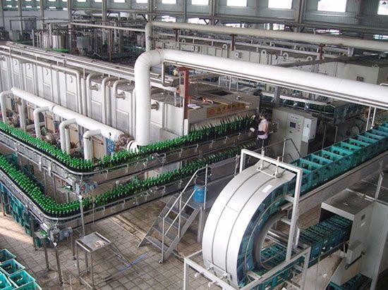 不锈钢产品应用在啤酒生产线上