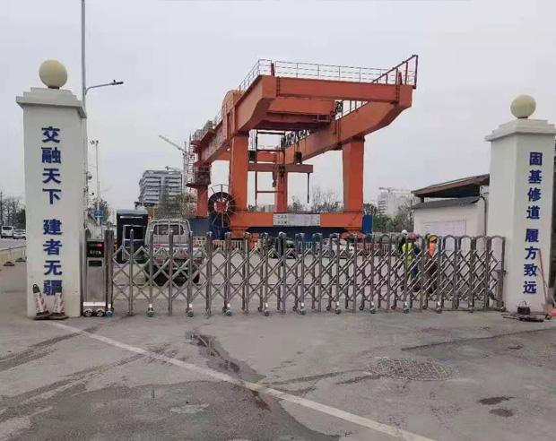 長樂市中國交建大數據地鐵站不銹鋼伸縮門