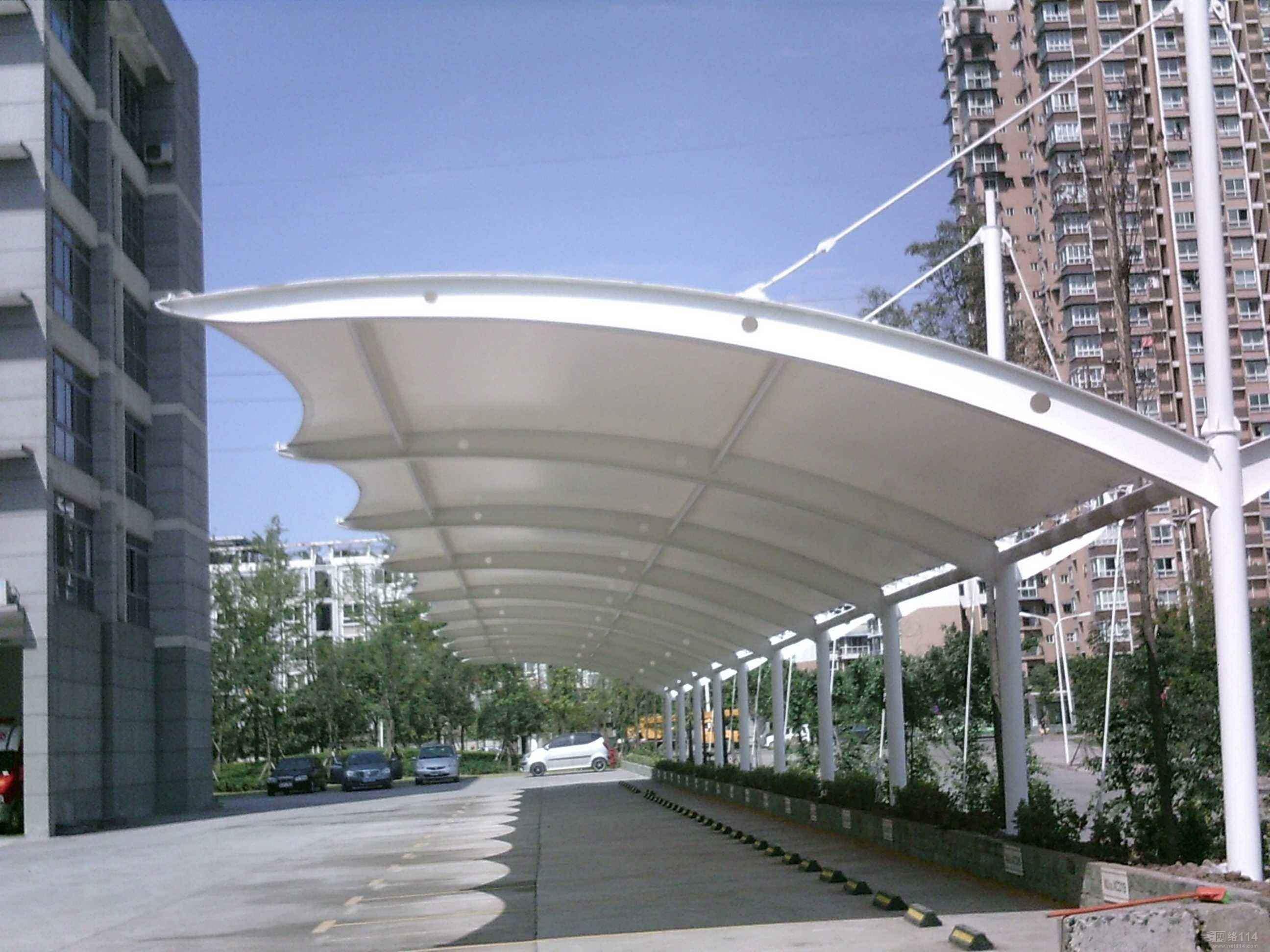 浅析羽毛球场膜结构雨棚的性能