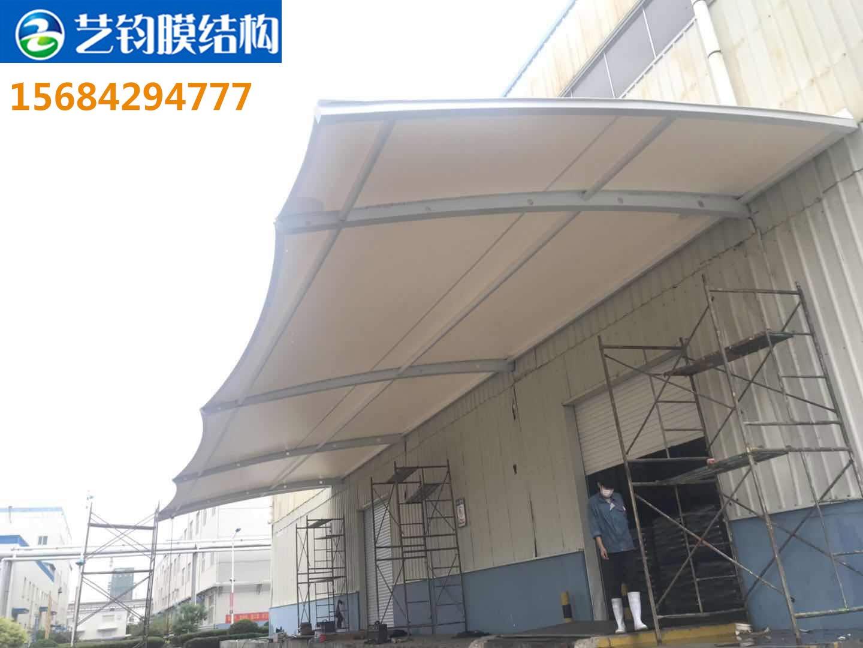 琅琊台集团钢结构车间门口膜结构雨棚