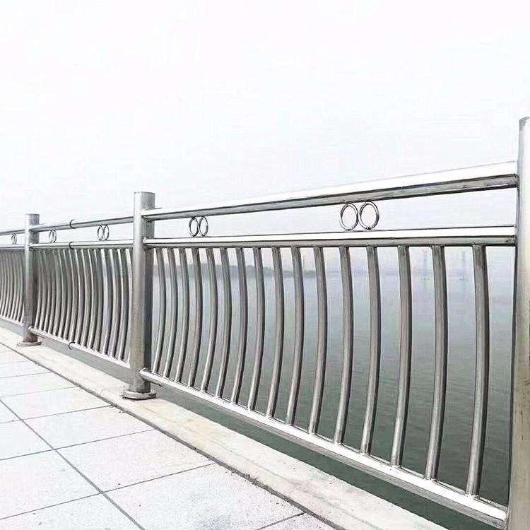 为什么大家都选择使用不锈钢护栏?它有什么优越性吗?
