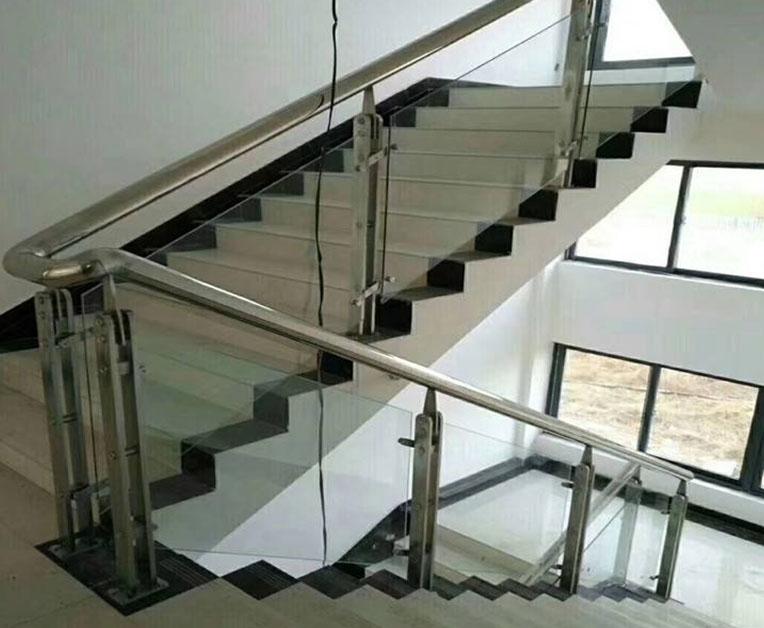 楼梯不锈钢护栏的安装如何才能既保证安全又美观?