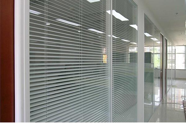 昆明办公室隔断厂家分析什么是办公室隔断?能够起到什么作用