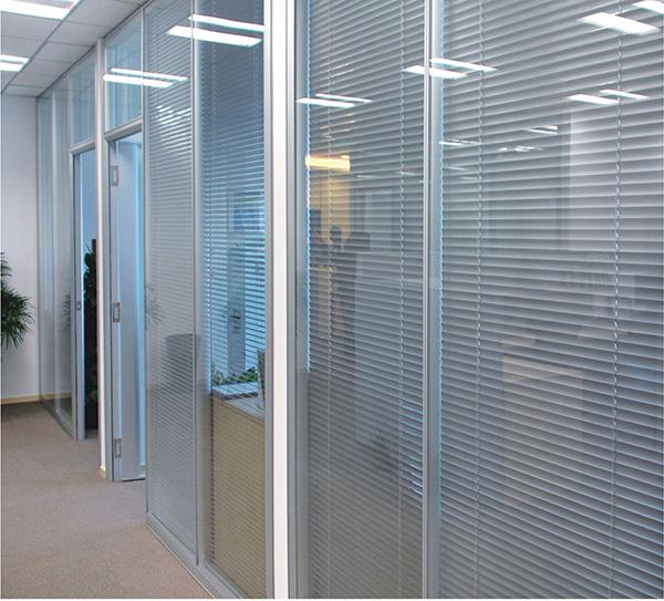 玻璃隔断选单层玻璃隔断好还是双层玻璃隔断好