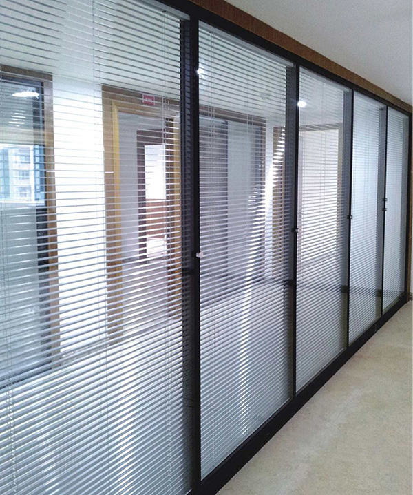 办公室玻璃隔断拥有的优势特点都有哪些?为什么其这么受欢迎