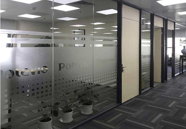 在云南办公室玻璃隔断选择中需要留意的细节都有哪些
