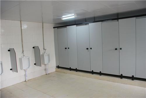 昆明卫生间隔断定制设计中常用的板材都有哪些?卫生间隔断板材分析