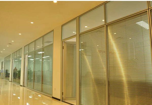 中空玻璃和双层玻璃办公室隔断有什么区别