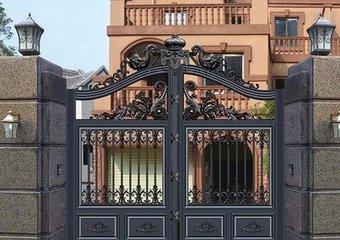 昆明安胜门业告诉你铸铝庭院门的特点有哪些?