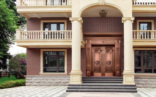 装修家里的铜门如何上漆?云南铜门常用方法介绍。