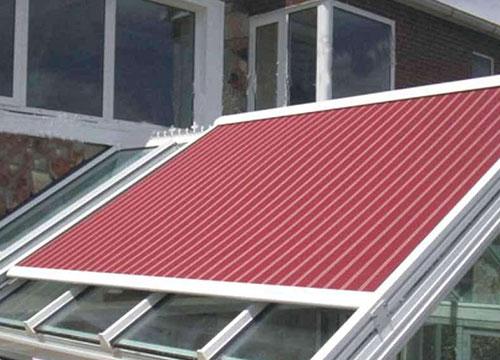 天棚帘种类有很多,电动天棚帘较常见有卷轴式、折叠式
