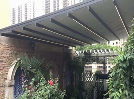 玻璃采光顶遮阳选择户外天幕还是天棚帘好呢?
