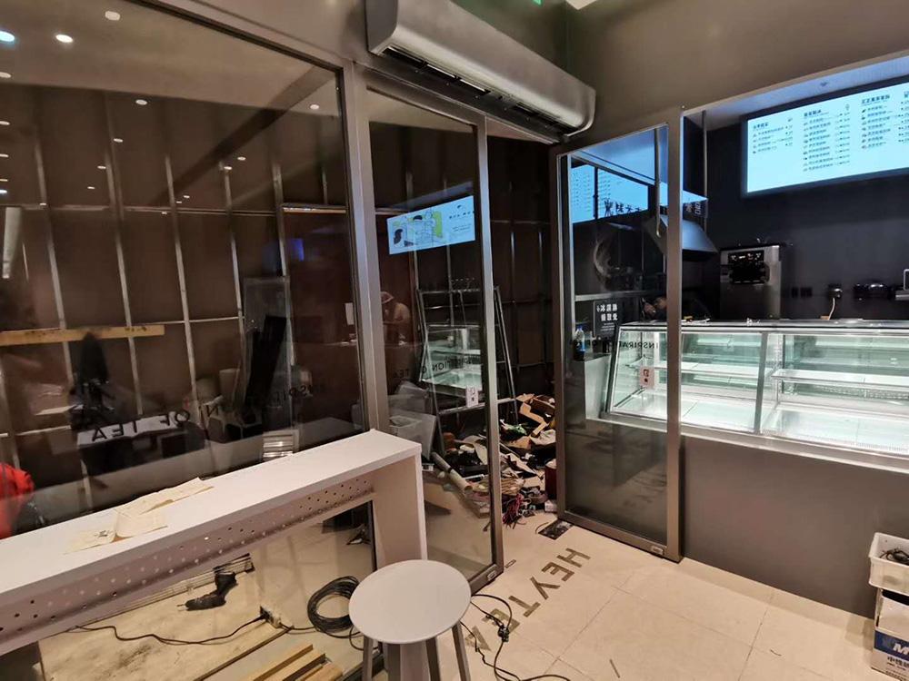 喜茶(同德广场店)玻璃、不锈钢施工案例