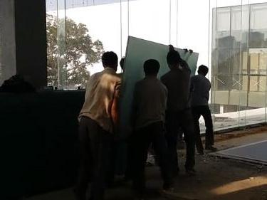 万科公园里营销中心双钢夹胶玻璃施工