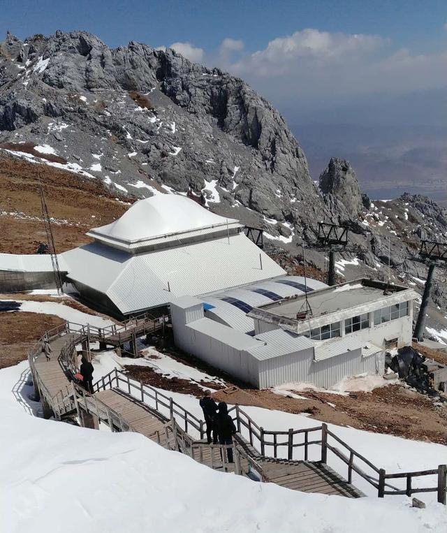免水可冲生态卫生间在石卡雪山·蓝月山谷景区落地使用