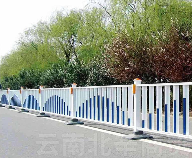昆明政道路护栏网施工维护