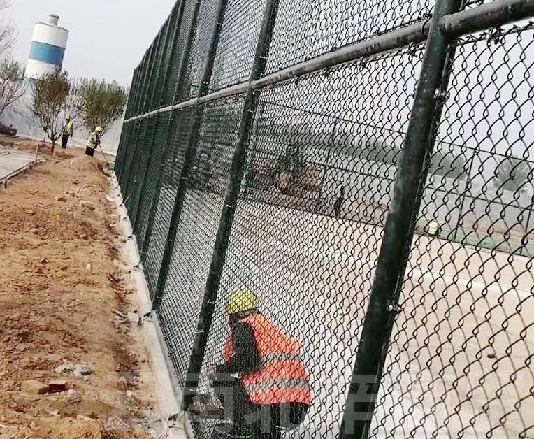 球场围栏网定制安装