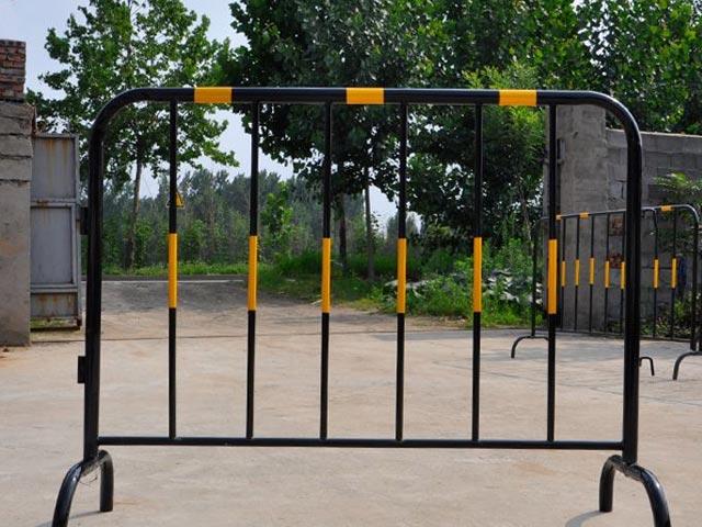 丽江锌钢铁马护栏网